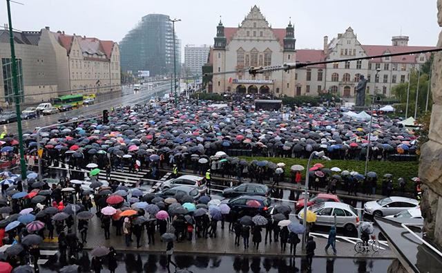 czarny-protest-w-poznaniu-640